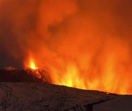 Etna Yanardağı patladı, 10 turist yaralandı