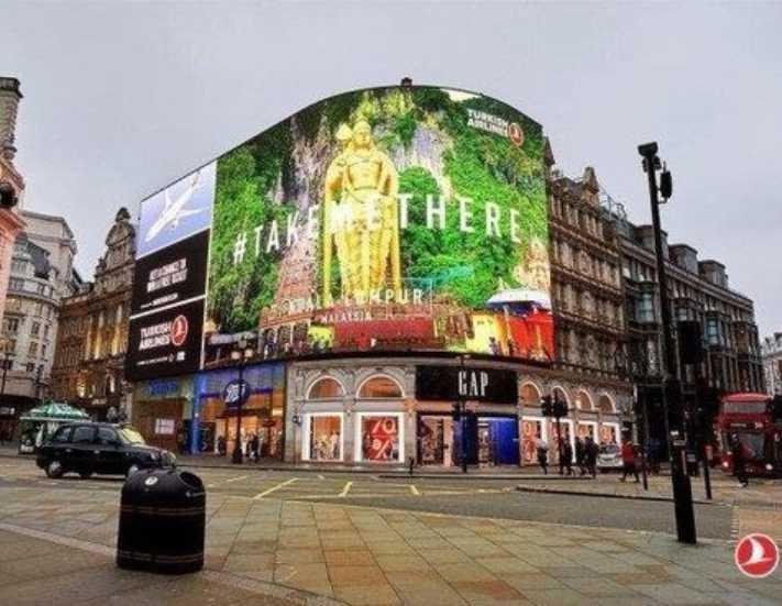 Piccadilly Meydanı'nda dev THY reklamı