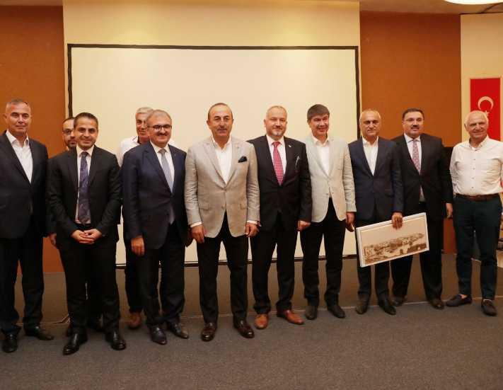 Bakan Çavuşoğlu'ndan tur operatörlerine suçlama