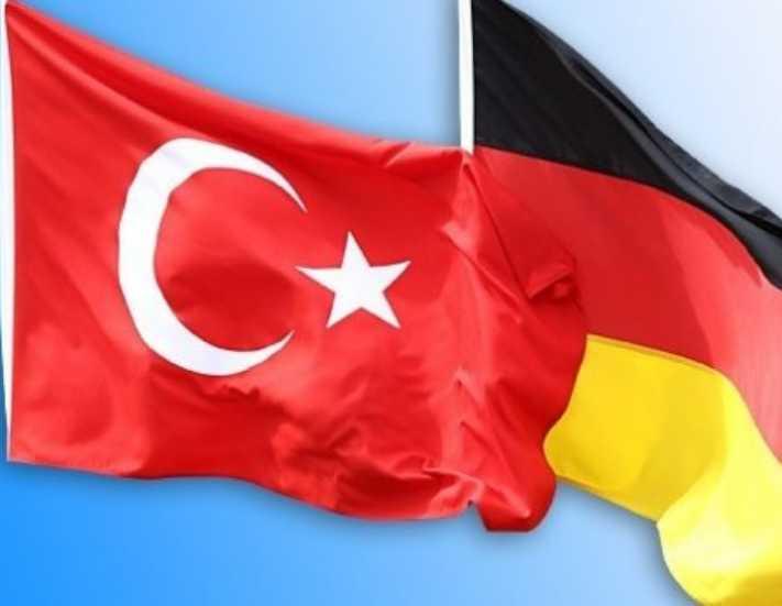Almanya Türkiye'ye yönelik seyahat uyarısını hafifletti