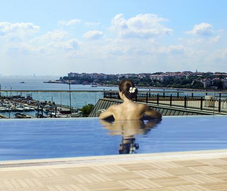 İstanbul Kalamış Marina Hotel'de sonsuzluk havuzu