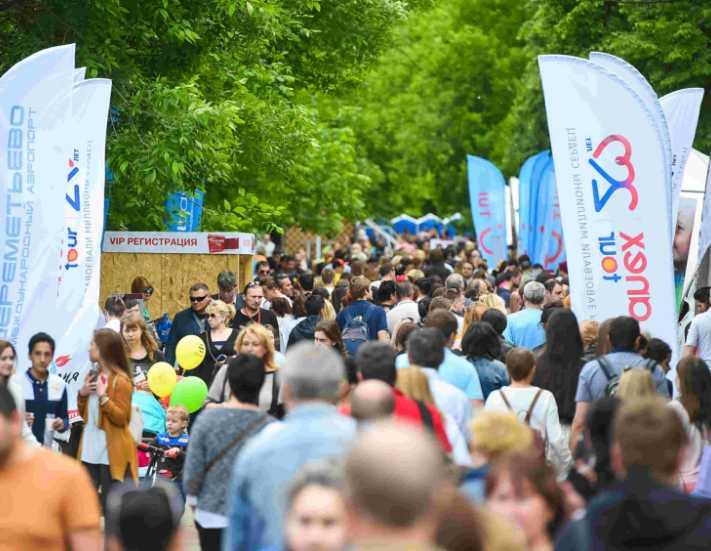Bakan Ersoy turizmcileri Moskova'da yalnız bırakmayacak