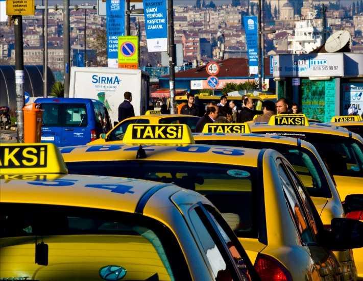 Taksiciler iki Japon turiste kâbusu yaşattı