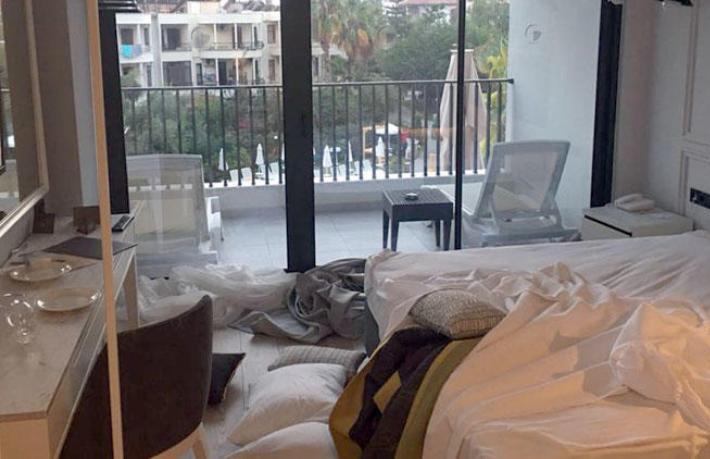 Oteli mahveden turistler havalimanında yakalandı
