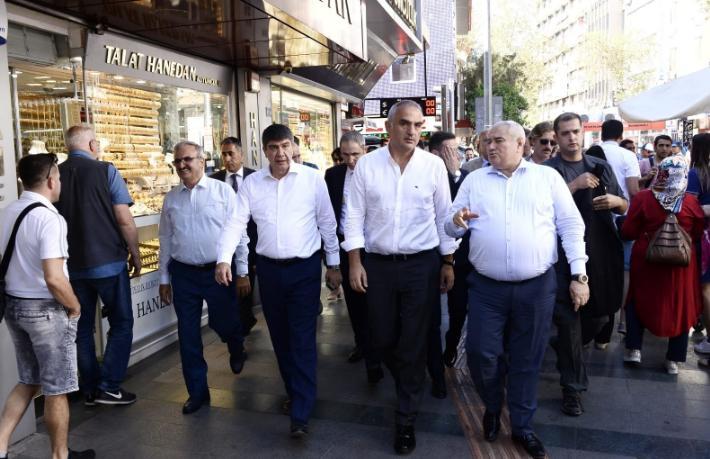 Bakan Ersoy Antalya'da incelemelerde bulundu