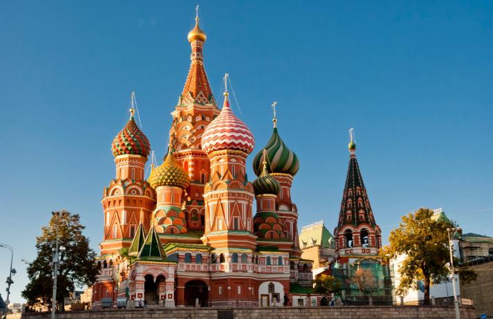 Rusya hem gönderiyor hem ağırlıyor
