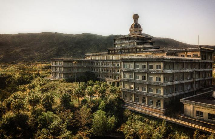 Bu otel doğa tarafından ele geçirildi