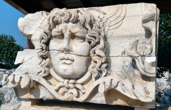Antik dünyanın fal merkezi: Didim Apollon Tapınağı