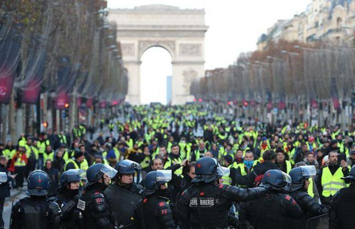 Fransa'daki olaylar turizmi fena vurdu