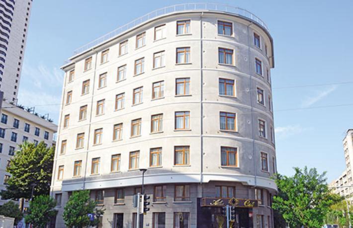 Atlas Oteli eski günlerine geri dönüyor