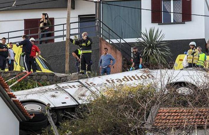 Tur otobüsü devrildi 29 Alman turist öldü