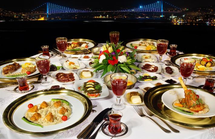 Topkapı Sarayı'nda Konyalı farkı ile iftar