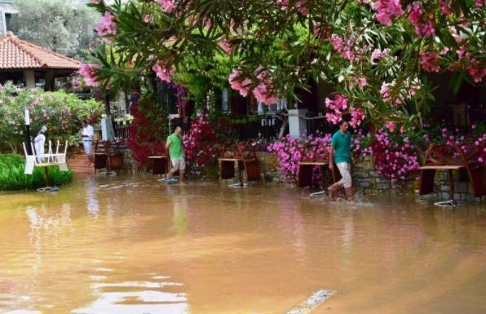 Bodrum'da 5 yıldızlı oteller sular altında kaldı