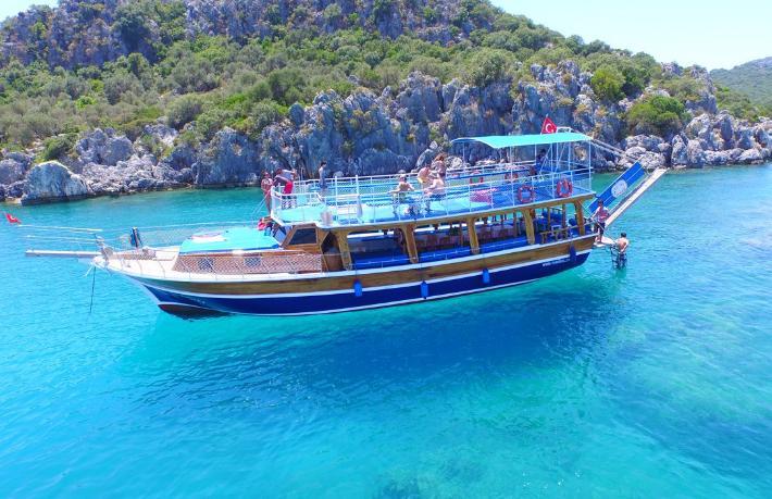 Türkiye ile Yunanistan arasında turistik tekne krizi