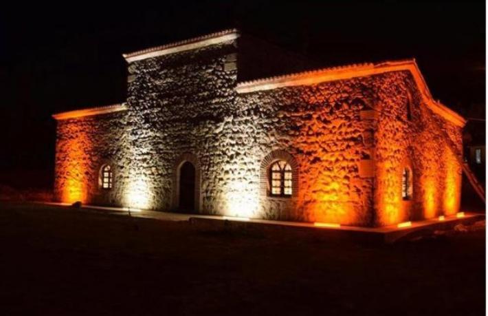 800 yıllık türbe millet kıraathanesi oldu