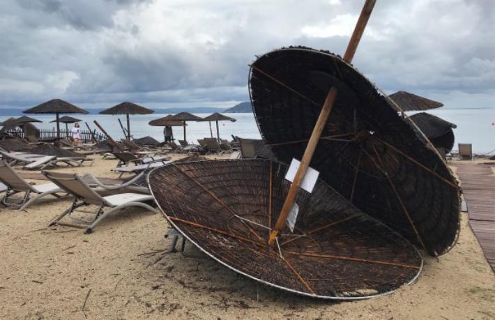 Yunanistan'da fırtına: 6 turist hayatını kaybetti