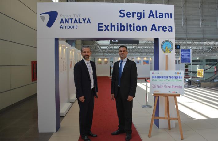 Ödüllü tatil karikatürleri Antalya Havalimanı'nda sergileniyor
