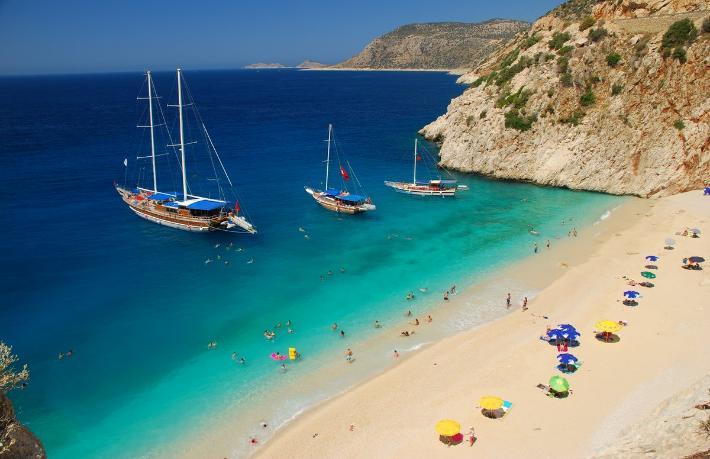 Antalya'da prensini bekleyen 'Uyuyan Güzel'
