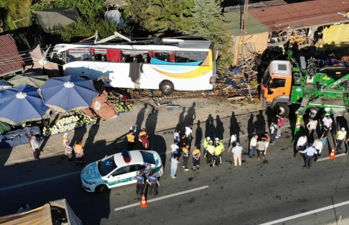 Havaist otobüsü kaza yaptı... Bir kabin memuru hayatını kaybetti