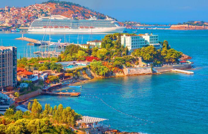 Kuşadası'nda turizmi kim sabote ediyor?