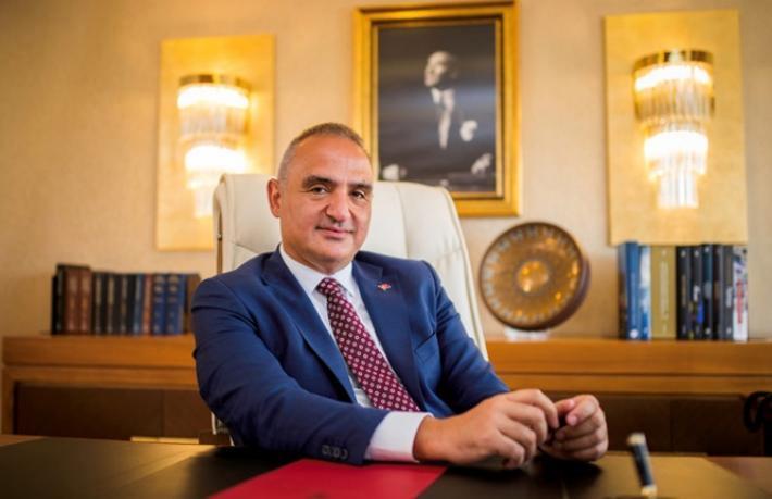 Turizm Bakanı komşunun turizmine katkı sağlamak için çırpınıyor