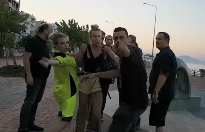 Rus turistler ile Türk gençler birbirine girdi