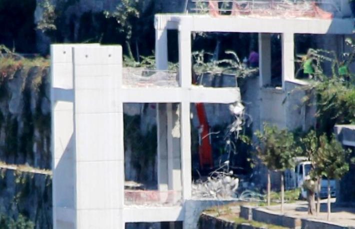 15 günde yıkılamayan asansörü, Bakanlık 2 günde yıktı