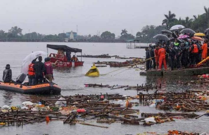Turist teknesi alabora oldu, 7 turist öldü
