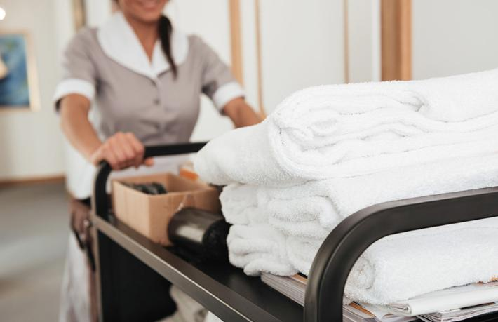 Otel çalışanı cips yüzünden işinden oldu