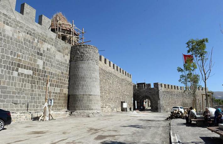 İspanyol turist Erzurum Kalesi'nde kilitli kaldı