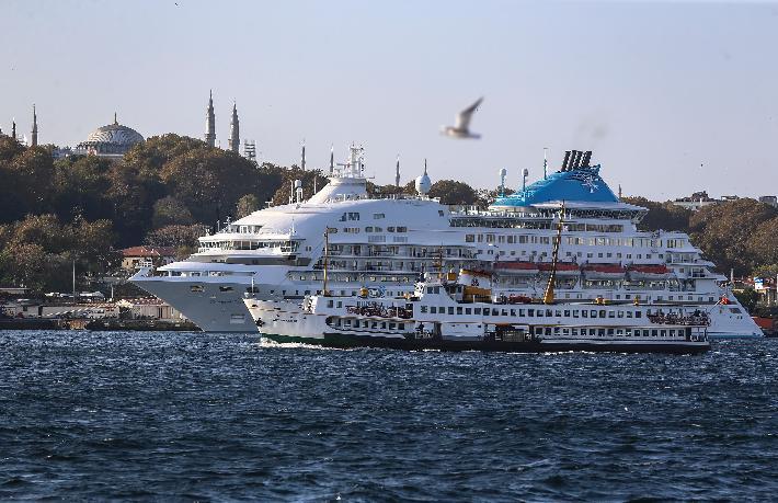 Celestyal Crystal'den her çarşamba İstanbul çıkıştı tur
