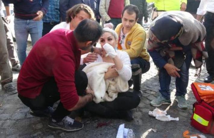 Beyoğlu'nda dehşet... Turist kadına inşaat demiriyle saldırdı