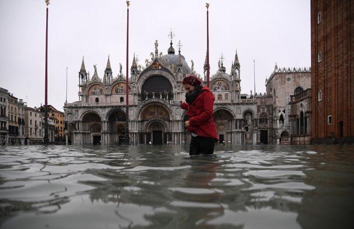 Dünyaca ünlü turistik kent sele teslim: 2 ölü