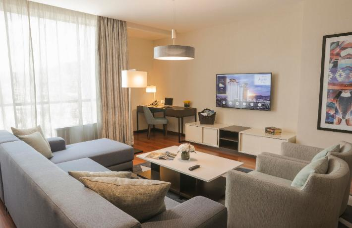 Hotelya, Rotana by Bosmal Arjaan Hotel'in mobilyalarını üretti