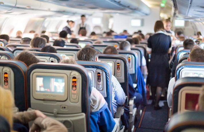 Koltuğunu beğenmeyen yolcu uçağa acil iniş yaptırdı