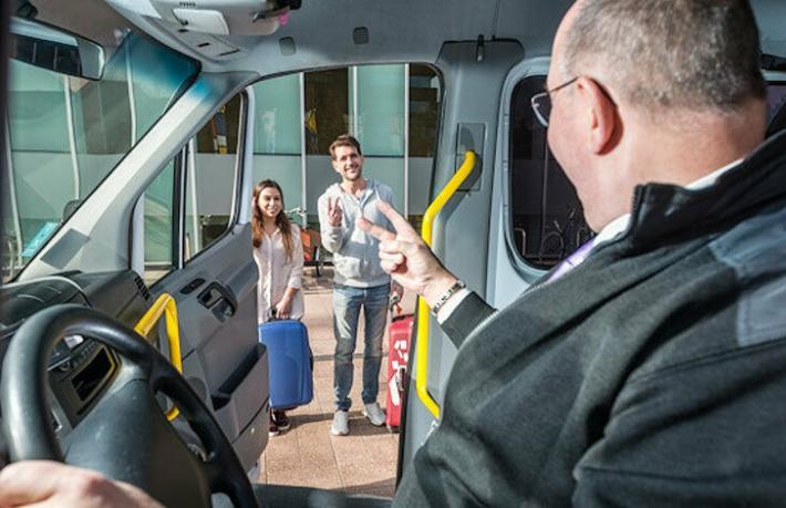 Oteller, kuaförler, taksiciler... Havalimanında hasta kapma savaşları