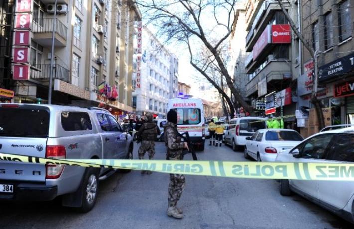Ankara'da bir otelden çevreye ateş açıldı