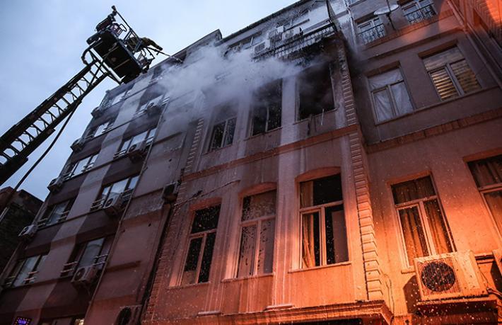 Beyoğlu'nda otel yangını