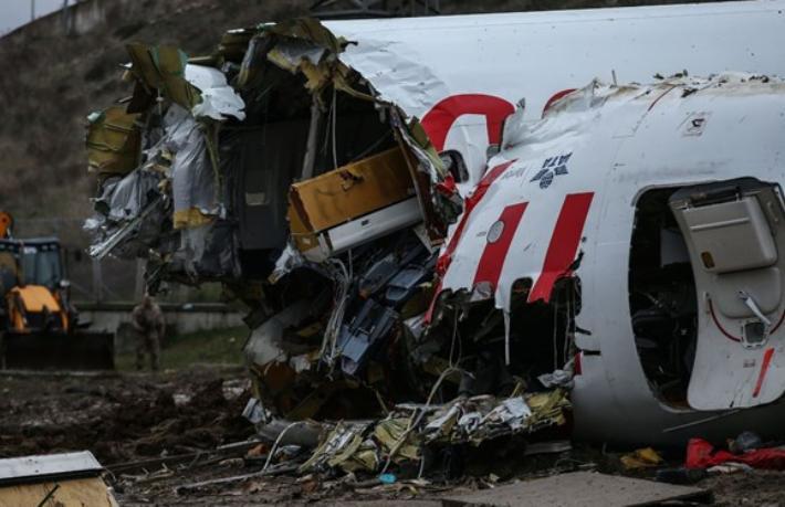 Yardımcı pilot 'Pas'ı kuleye attı