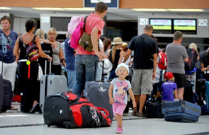 Rus turiste 'Yurt dışına gitmeyin' çağrısı