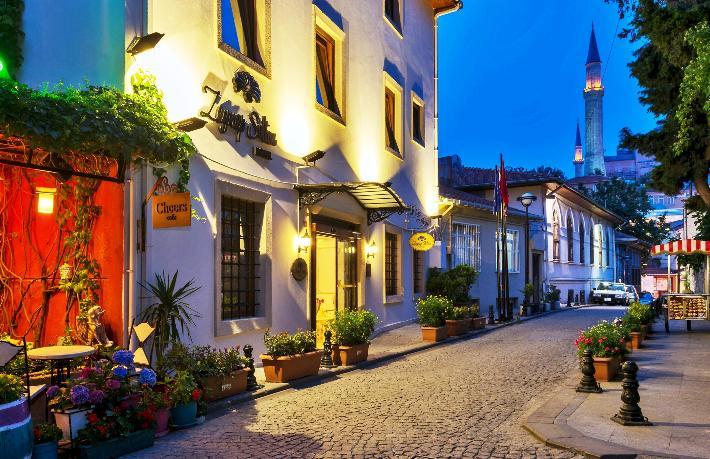 Zeynep Sultan Hotel sağlıkçıları ücretsiz ağırlıyor