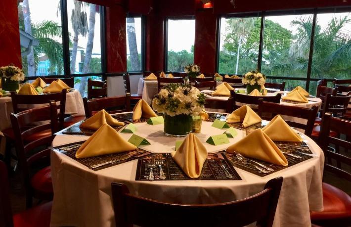 Restoranlardan sosyal mesafe kuralı: Dışarı masa sandalye atmak