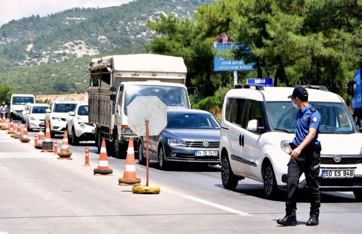 Bodrum'a turist akını: Son 24 saatte 10 bin araç