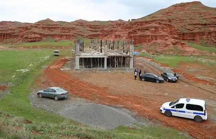 UNESCO adayı Narman Peribacaları'na inşaat
