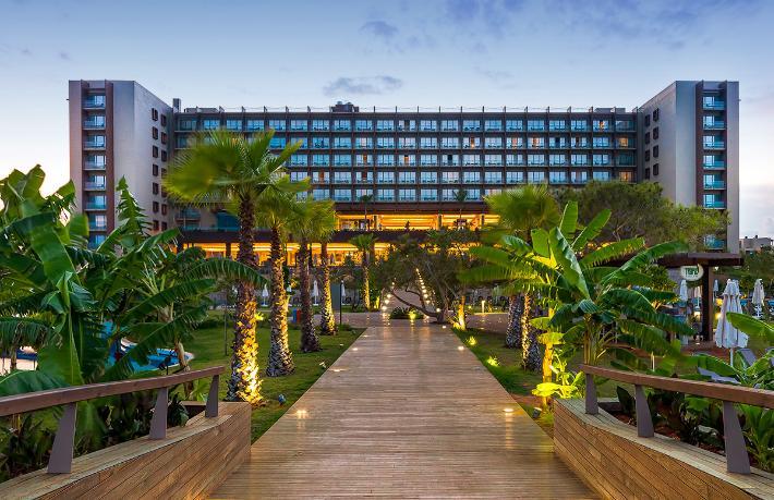 Ünlü otel grubu Kıbrıs'taki otelini açıyor