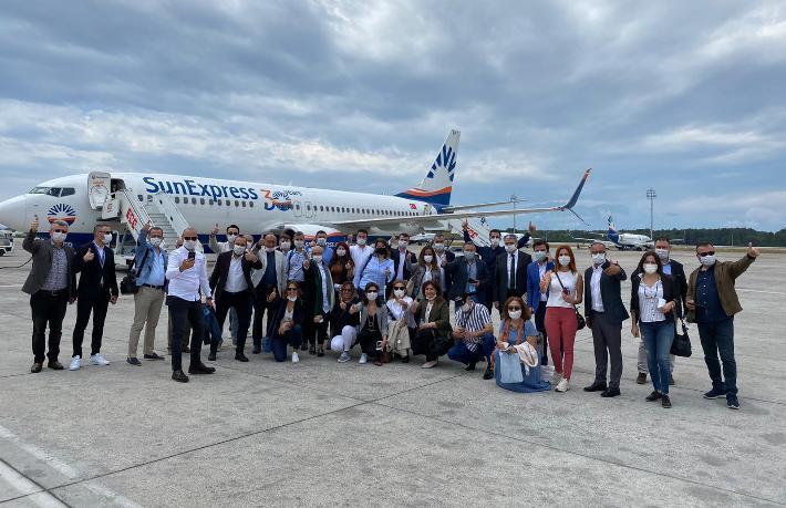 İzmir'den ilk uçuşu Sunexpress düzenledi