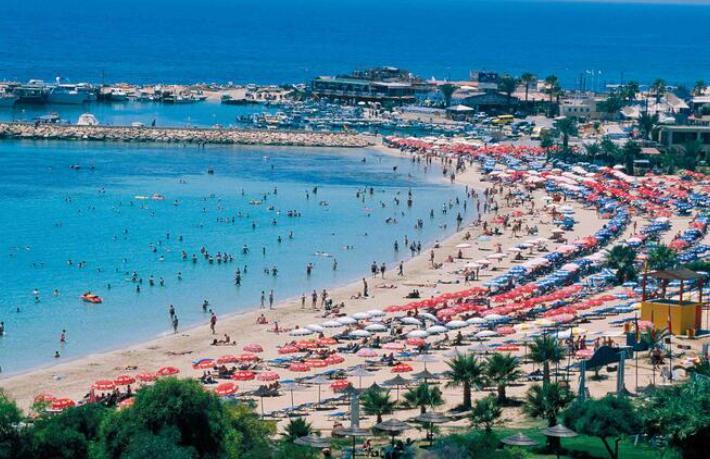 Güney Kıbrıs İngiliz turist kabul etmeyecek