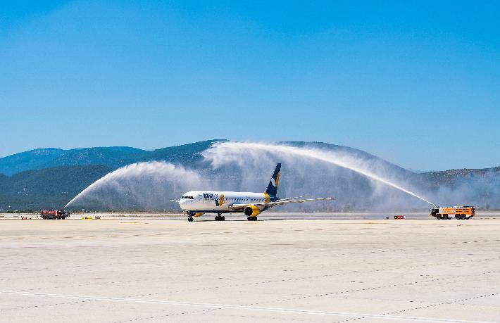 Azur Air ilk seferinde 330 yolcu getirdi