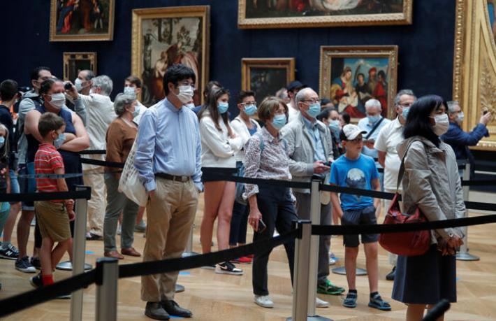 Louvre Müzesi 3 ay sonra yeniden açıldı