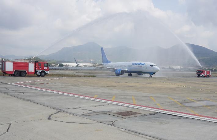 Gazipaşa Rusya'dan gelen ilk uçağı karşıladı